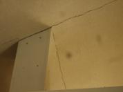 天井仕上げ材のひび割れ